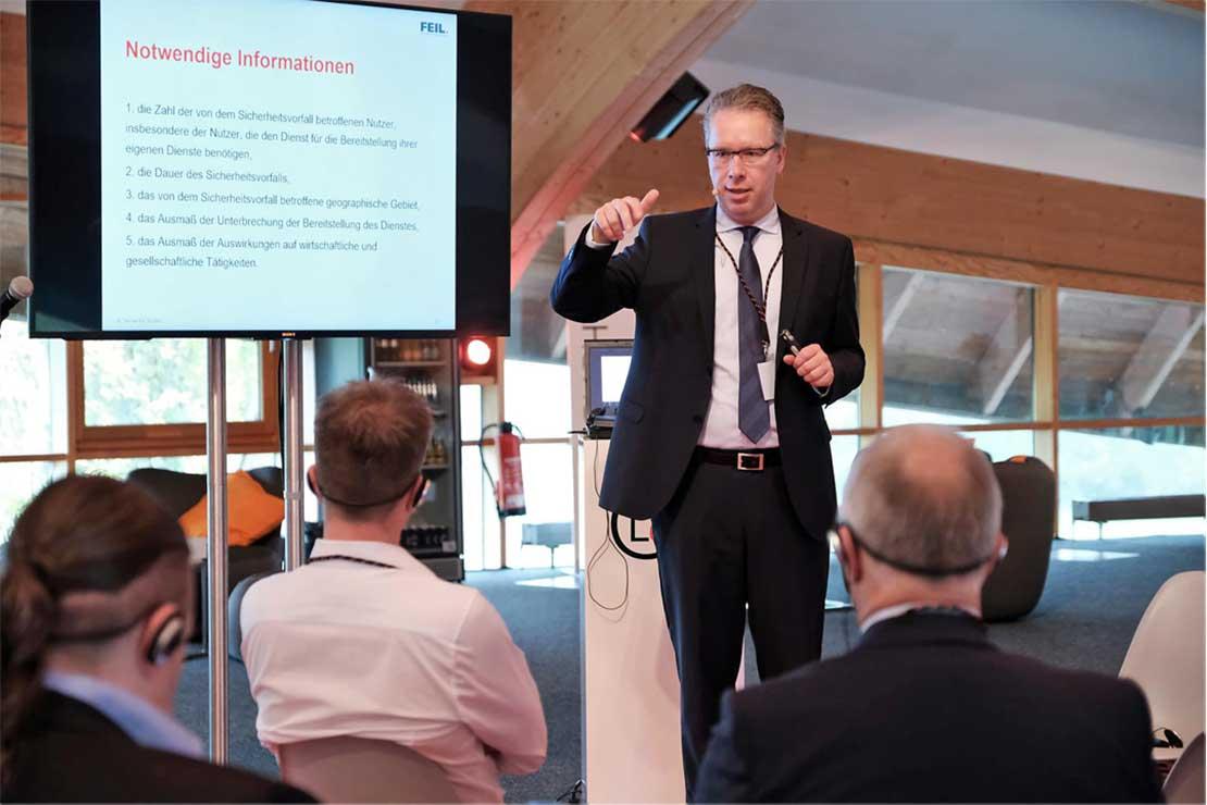 Rechtsanwalt Thomas Feil bei einem Seminar